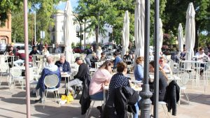 Beneficios de tomar el sol en las terrazas del Mercado Lonja del Barranco