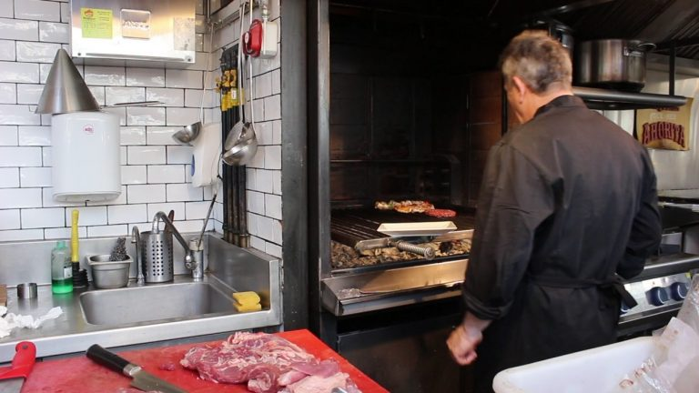 Híncale el diente a 'Steak & Stone', un paraíso a la brasa para los apasionados de la carne